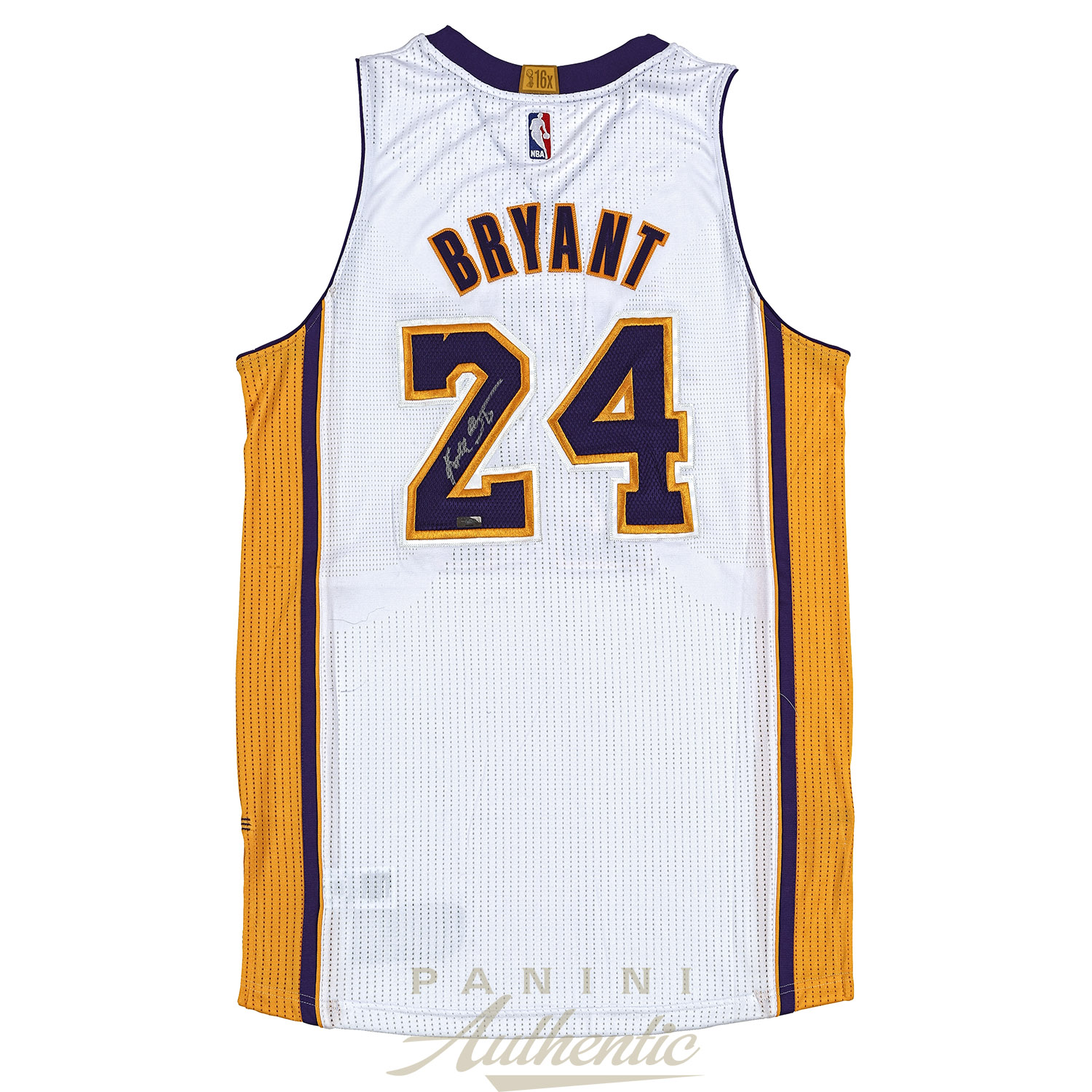 premium selection 935d0 7ff56 Kobe Bryant Autographed Adidas White Authentic Lakers Jersey ...